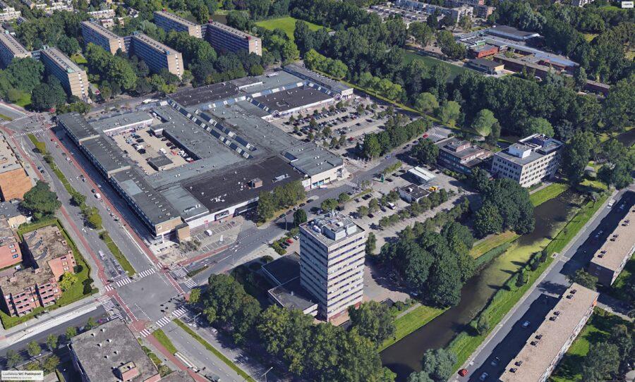 luchtfoto daterend van voor de bouw van nieuwe woontorens